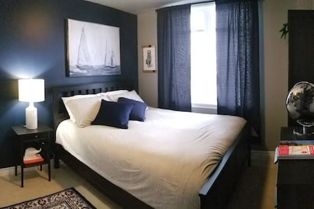 Quiet Private Bedroom and Bathroom in Barrhaven
