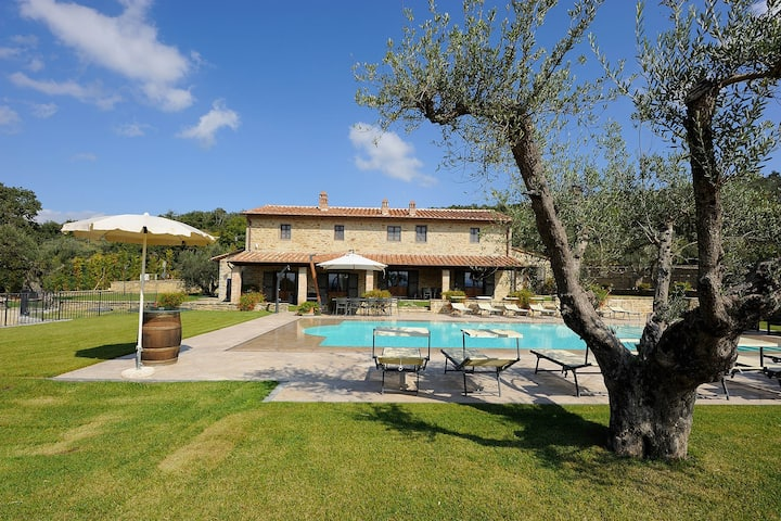 Villa La Tenuta luxury property with private pool