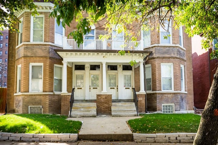 Beautiful 16 BR condo building - great for groups!