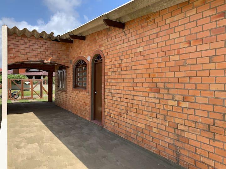 Casa para veraneio e pátio imenso
