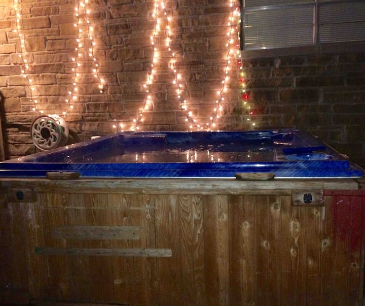 10 Minutes...Anywhere in OKC Metro!  (& a Hot Tub)