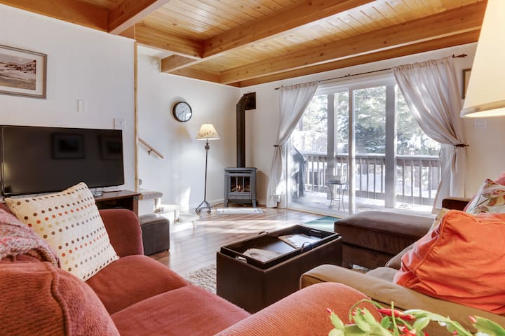 Inviting condo with covered parking near slopes. - Incline Village - Lägenhet
