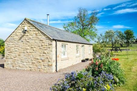 Pear Tree Cottage - Detached stone holiday cottage
