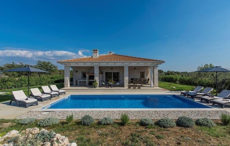 Beautiful Villa Marija Hrast with private Pool and Garden  near Šibenik