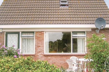 Holiday apartment with 2 bedrooms on 48m² in Hippolytushoef