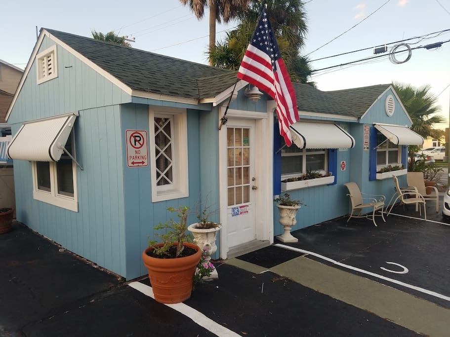 Blue Corner Cottage, historic beach house