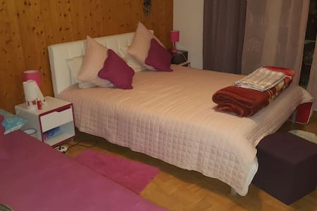 Chambre pour 1-3 pers. dans un 4.5p - Fribourg
