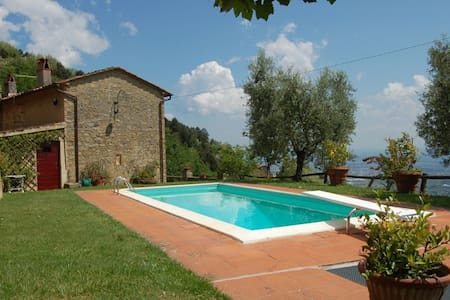 Villa Petrognano with private pool and garden - Petrognano - Villa