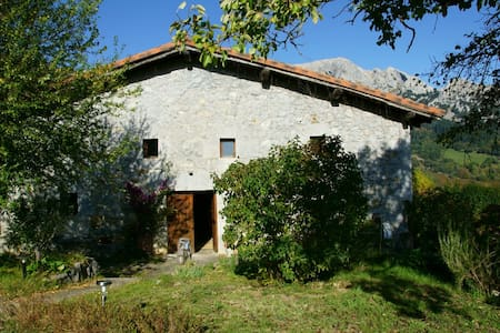 Caserio Larra, parque natural Urkiola, hab. nº2