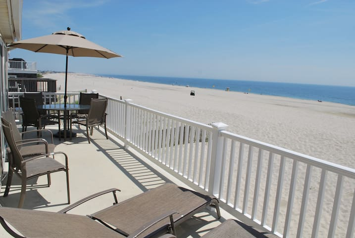 Oceanfront Duplex (2nd Floor Unit) - Long Beach Township - Casa