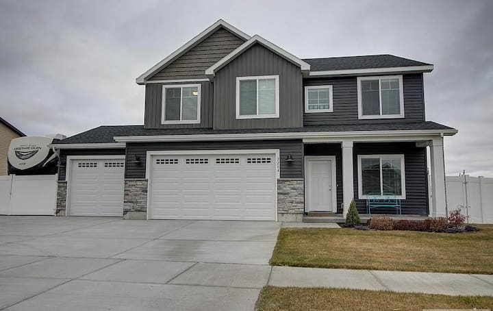 NEW 4 Bedroom House Near BYUI and Yellowstone