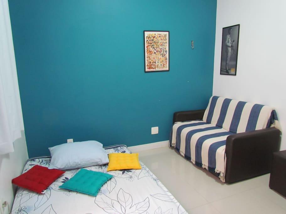 Sofá cama + Futon + Roupas de Cama e tolhas disponíveis (Private Room)