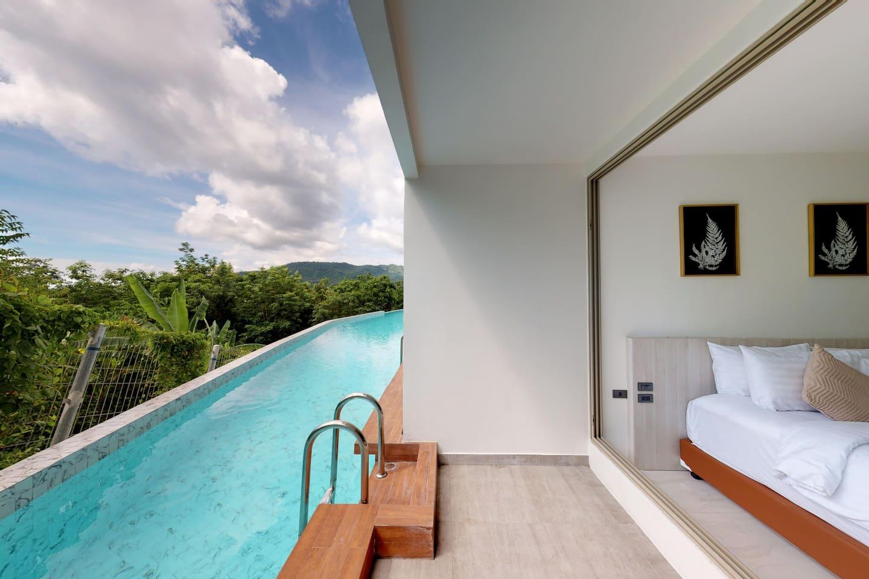 房间阳台连接泳池,房间位于泳池内侧,私密性很好。 Pool access room.The room is located on the inside of the pool and and the privacy is very good..