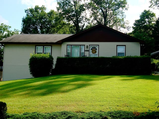 White Squirrel Hill Vacation Rental - Hendersonville - Casa