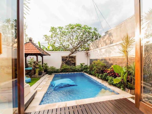 *FILLING FAST!* Pvt Villa w/Pool,Projector&Parking