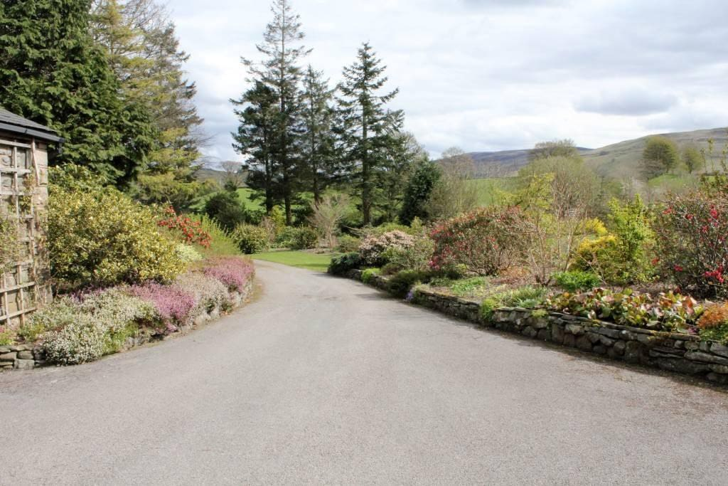 a 150 metre private driveway leads from the road to the Cottage. Lots of parking in front of the cottage with space to turn!