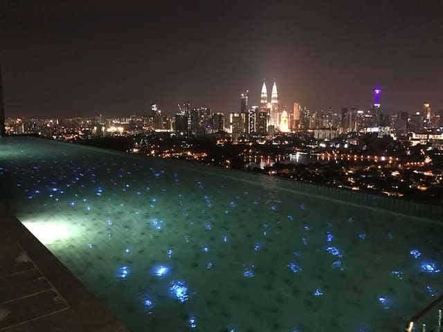 Luxury Condo near KL and Hartamas w Infinity Pool