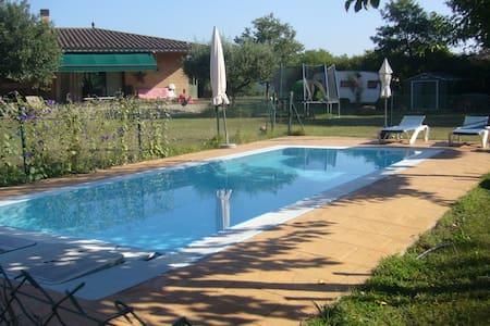 Casa con piscina, tranquila y muy buenas vistas - Haus