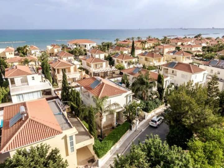 Larnaca Bay Villa next to the beach