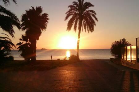 Habitación con vistas. En Playa Denbossa. - Eivissa - Appartement
