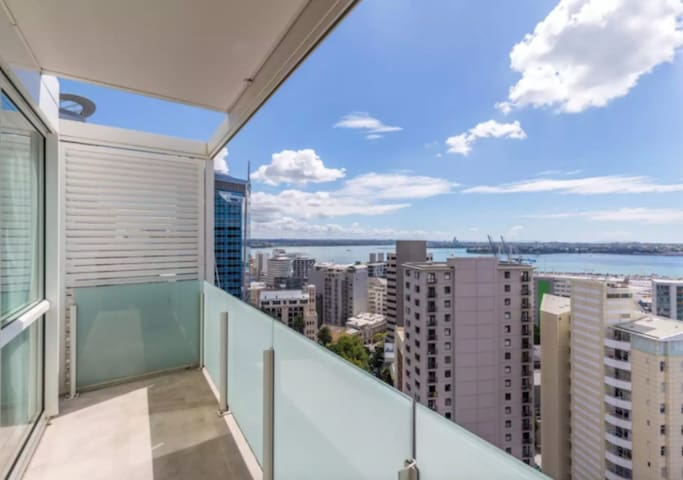 High floor with Amazing Harbour View 2 Bedroom Apt