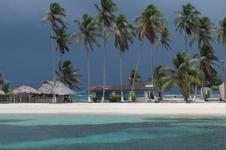 STAY ON ISLA PORVENIR IN SAN BLAS - Bed & Breakfast