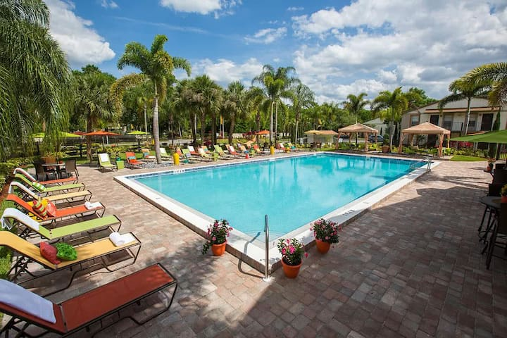 1 BR Beautiful 15-20 Minutes Disney and Universal