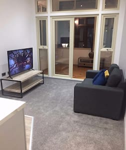 * Luxury Doncaster Apartment (Available!!) *