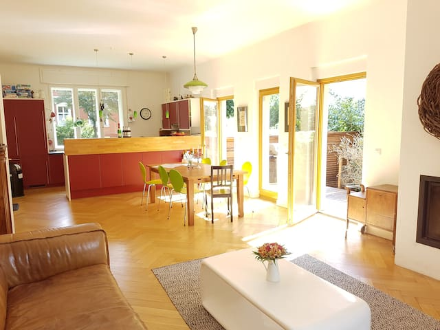 200m² familyhouse, 4 bedrooms, 3 bathrooms, extras - Berlin - House