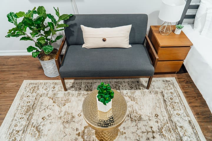 Comfy Studio in Uptown | Near Wrigley | Cubs