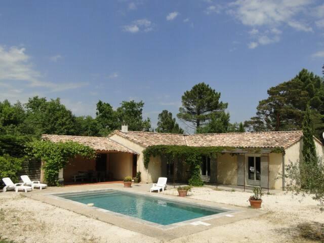 Maison de plain-pied avec piscine cadre champêtre