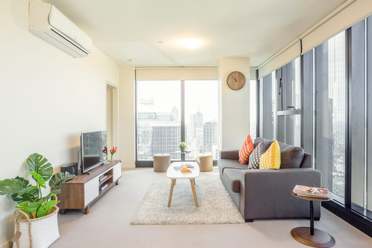Sunny, Modern Apartment with Cityscape Views