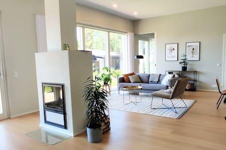 Siisti huone OKT:sta/Fresh 10m2 room in new house
