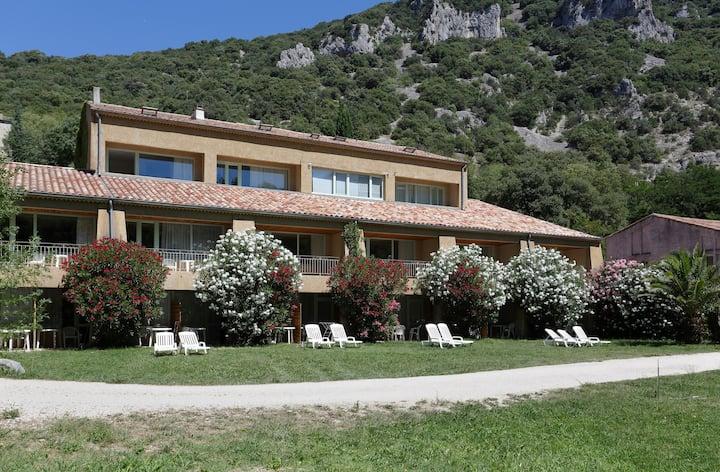 Studio Abordable + Équipé avec Terrasse, vue sur l'Ardèche!