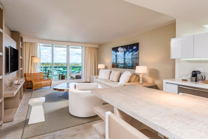 Collins Avenue 1 Suite 1127