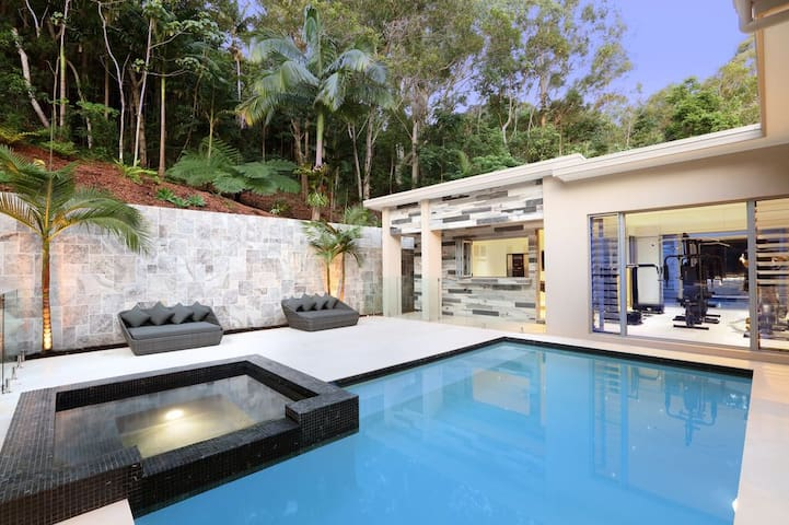 Sunshine Coast Luxurious Retreat - Mons