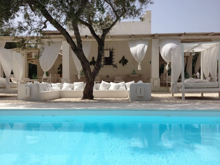 Masseria with pool and jacuzzi exclusive use