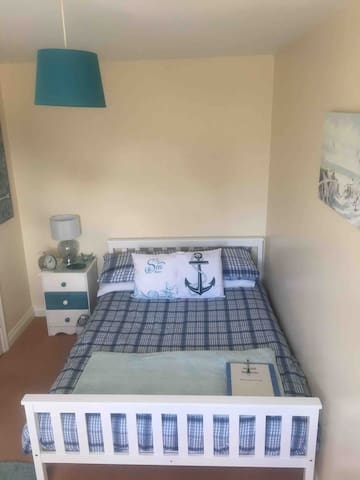 Double room just outside of town with WiFi+Parking