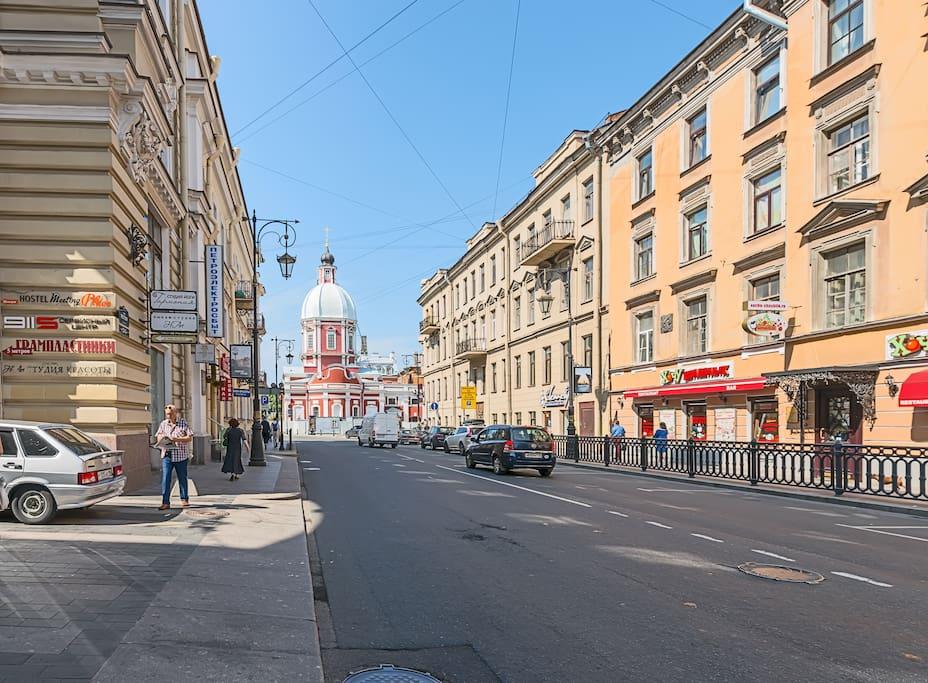 прекрасная улица Пестеля и вид на Пантелеймоновскую церковь