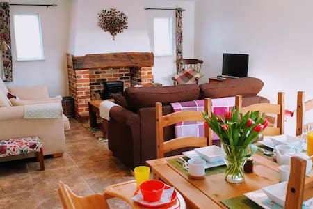 Goldfinch Beautiful converted stables, Happisburgh