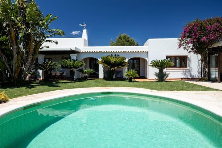 Casa con piscina a 10 minutos de Ibiza ciudad