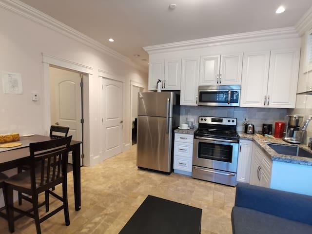 2-Bedrooms 5-persons Independent Suite