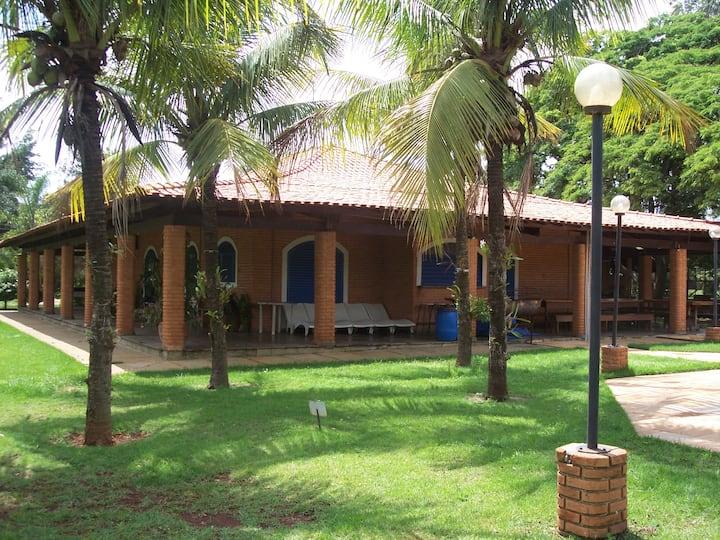 Casa de Campo com piscina.