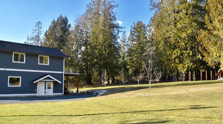 Entire Guest House-3 Beds  Folwell Creek Farmstead