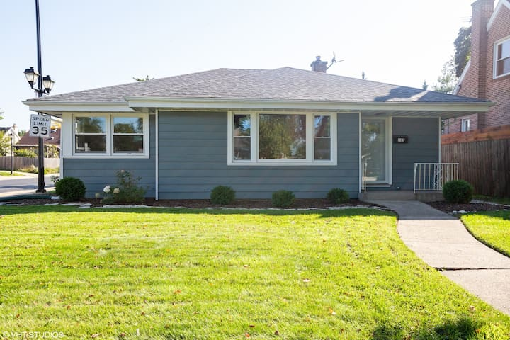 Newly Remodeled Furnished House In Elmhurst
