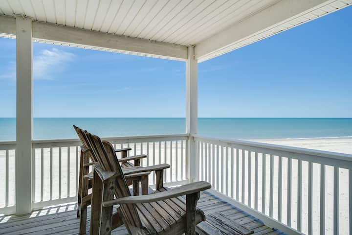 Jaw Dropping Pet-friendly Home, gulf front, with heated pool