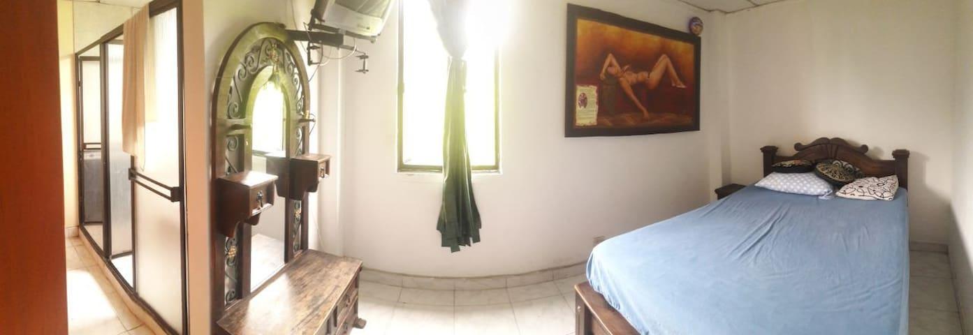 cuarto principal con baño