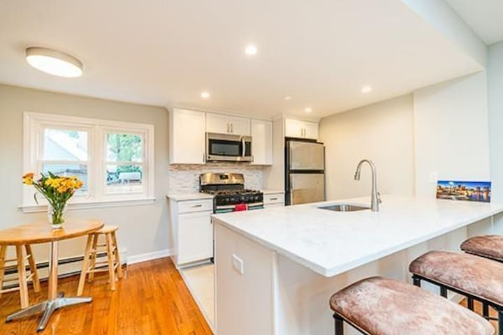 3Br TOWNHOUSE with Parking Central Sq. WALK TO MIT