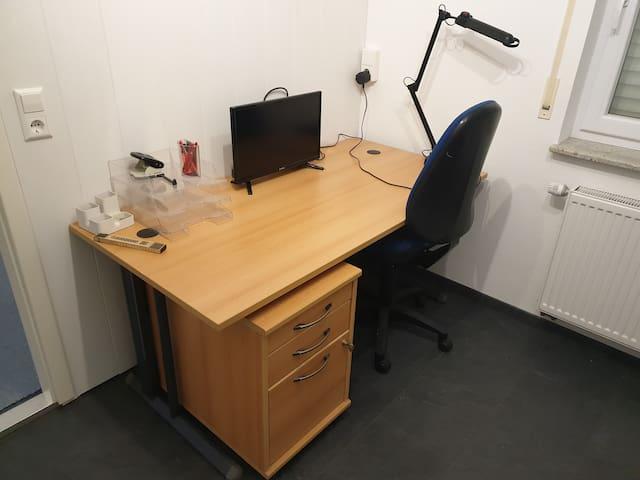 Coworking space, WG Zimmer mit Büroausstattung,
