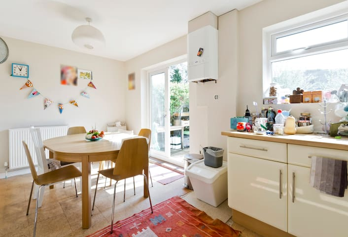 Single room in Woking - Woking - Haus